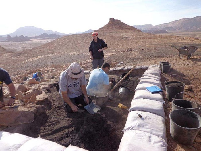 Excavating a metalworking shop at Timna. (Photo: Central Timna Valley Project – TAU/JNi Media)