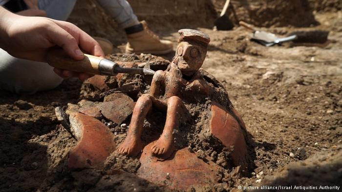 "Ancient ""Thinker"" Figurine Discovered in Israel Points to the Past"
