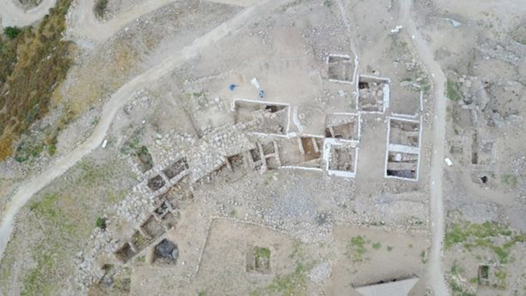 Aerial view of archaeologists at Shiloh excavation site.