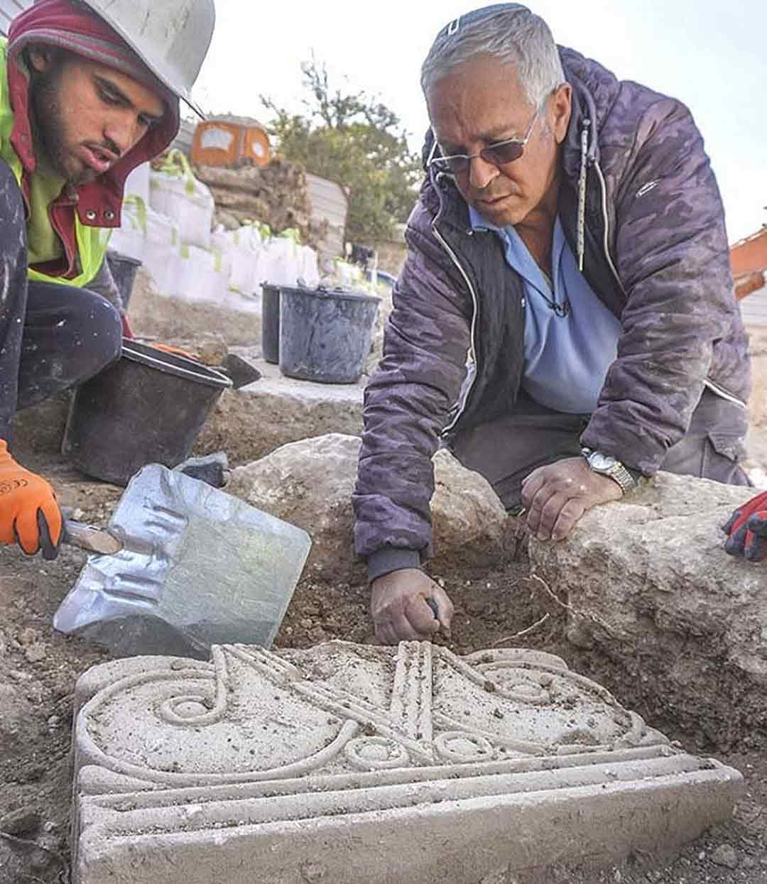 Archaeologists uncover rare majestic column heads in Jerusalem